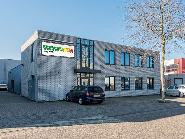 Bedrijfsruimte met kantoor in Den Bosch
